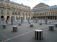 Palais Royal... La Cour d'honneur et les colonnes de Buren