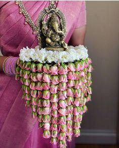 Desi Wedding Decor, Wedding Hall Decorations, Festival Decorations, Flower Decorations, Diy Diwali Decorations, Wedding Ideas, Thali Decoration Ideas, Decoration For Ganpati, Decor Ideas