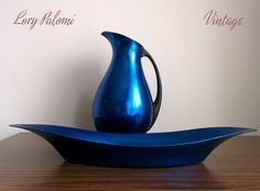 Lorypalomi: Conjunto jarra y bandeja azul - Bandeja circular naranja MMM aluminio anodizado. - REF.081/082