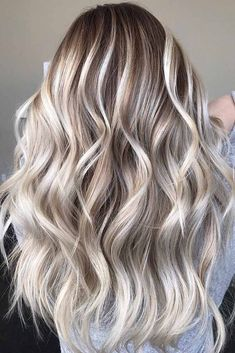 Best Balayage Blonde Highlights with Dark Roots in 2018 Best and Sensational trends of balayage blonde hair colors and highlights with dark or shadow roots to wear in Bright Blonde Hair, Blonde Hair Shades, Icy Blonde, White Blonde, Blonde Hair With Color, Blonde Hair With Dark Roots, Cool Toned Blonde Hair, Cool Ash Blonde, Gold Blonde Hair