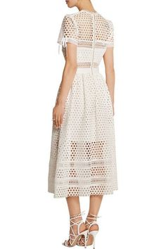 """Ola... amei este vestido!!! lindo, chique e bem atual, ele tem um """"ar"""" romantico,bora crochetar? bjo kelly"""