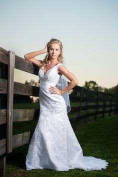 bridal, outdoor bridal, Alabama brides, Cullman wedding venue, Stone Bridge Farm, Alabama Wedding Photographer, sunset portraits, sunset bride