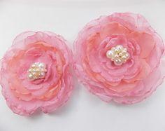 Lindo modelo de acessório para formandas, madrinhas, noivas, debutantes. Flores de tecido na cor rosa.