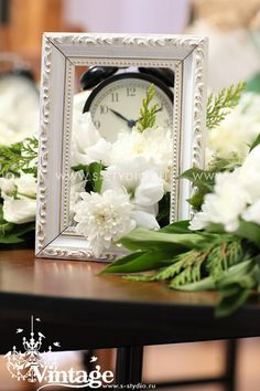 clock themed wedding | Vintage wedding style: The clock theme