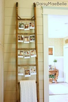 25 Cheap and Easy Home Decor Hacks for a Total House Makeover - The Trending House Old Ladder, Vintage Ladder, Home Decor Hacks, Easy Home Decor, Decor Ideas, Ladder Display, Guitar Display, Photo Displays, Display Photos