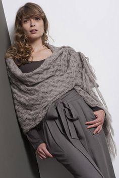 Etole-châle-mohair-coloris gris perle, tricoté main-modèle Anny Blatt
