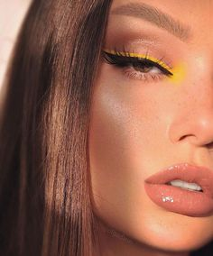 10 Ultimate Summer Makeup Trends That Are Hotter Than The Summer Days Cute Makeup Looks, Makeup Eye Looks, Eye Makeup Art, Pretty Makeup, Skin Makeup, Makeup Kit, Eyeshadow Makeup, Eyeshadow Palette, Doll Eye Makeup