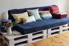 C'est moi chéri - DIY Palette Sofa with DIY  pillow covers - DIY paradise!