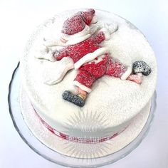 Awesome Christmas Cake Decorating Ideas For You Christmas Cake Designs, Christmas Cake Decorations, Holiday Cakes, Christmas Desserts, Christmas Treats, Christmas Cakes, Christmas Design, Fondant Christmas Cake, Santa Christmas