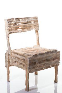 Silla hecha con madera
