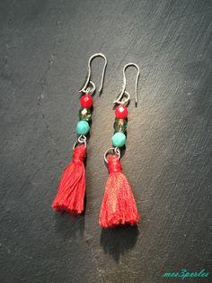 """Boucles d'oreille pompon turquoise et rouge """"KoloNa"""" : Boucles d'oreille par mes3perles"""