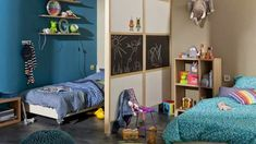 dividing the space by a partition blackboard, kids bedroom ideas