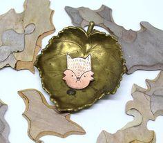 "Gefällt 45 Mal, 0 Kommentare - ERDREICH JEWELRY (@_erdreich_) auf Instagram: ""GRUMPY FOX Pin. Made of etched copper. Link in bio. . . . . . . . #copperfox #copperjewelry…"" Jewelry Making, Cookies, Link, Instagram, Food, Earth, Biscuits, Meal, Jewellery Making"