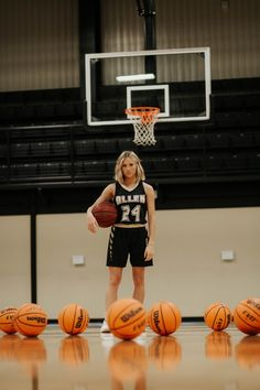 Basketball Senior Pics, Basketball Shooting, Girls Basketball, Basketball Pictures, Love And Basketball, Sport Senior Pictures, Senior Photos Girls, Cheer Pictures, Senior Photography Poses
