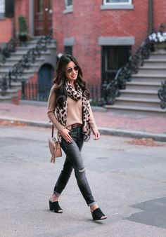 Extra Petite - Fashion, style tips, and outfit ideas Cashmere Pullover, Cashmere Sweaters, Winter Outfits 2017, Spring Outfits, Outfit Invierno, Leopard Print Scarf, Booties Outfit, Extra Petite, Petite Size