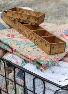 The most adorable handmade ruler boxes from Temecula Quilt Co. I have a couple of yard sticks. Would look cute in my sewing room. Diy Projects To Try, Wood Projects, Craft Projects, Craft Ideas, Sewing Projects, Wood Crafts, Diy And Crafts, Ruler Crafts, Stick Crafts