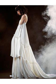 Vera Wang #VogueRussia #bridal #springsummer2018 #VeraWang #VogueCollections