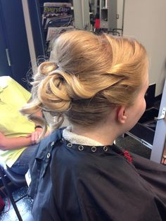 Bridal hair by Stacy B #BrownAndDeline