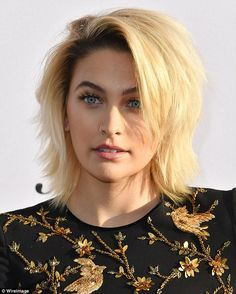 actress Paris Jackson attends the Daily Front Row's Annual Fashion Los Angeles Awards at Sunset Tower Hotel on April 2017 in West Hollywood, California. Paris Jackson, Short Bob Hairstyles, Cute Hairstyles, Short Hair Cuts, Short Hair Styles, Peinados Pin Up, Hair 2018, Dream Hair, Cut And Color