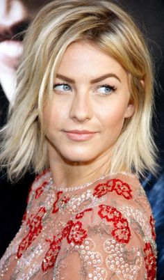 Julianne Hough Hairstyles Who is this mysterious beauty? Yes, she is the pop singer, dancer and actress Julianne Hough. Want to be as excellent as Julianne Hough? Pretty Hairstyles, Bob Hairstyles, Make Up Black, Julianne Hough Short Hair, Medium Hair Styles, Short Hair Styles, Pinterest Hair, Great Hair, Hair Today
