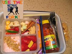 Lots of kids lunch ideas.