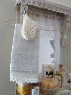 Vintage Shabby Chic Linen Towel on hanger von MichaelasMiniaturen