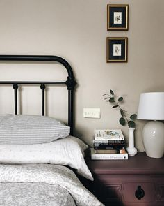 60 Best Farmhouse Bedroom Furniture Design Ideas And Decor 43 60 Best Farmhouse Bedroom Furniture Design Ideas And Decor 43 Farmhouse Bedroom Furniture, Bedroom Furniture Design, Home Decor Bedroom, Home Furniture, Modern Bedroom, Master Bedroom, Bedroom Designs, Rustic Furniture, Furniture Makeover