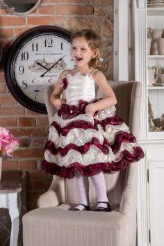 Sukienka Emilka  więcej na https://www.facebook.com/sukienkitiulitafta?fref=ts