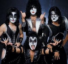 'The four missing trapeze artists from the 'Cirque du Soleil' are found again.' And they look happy to be found. (with Kiss).