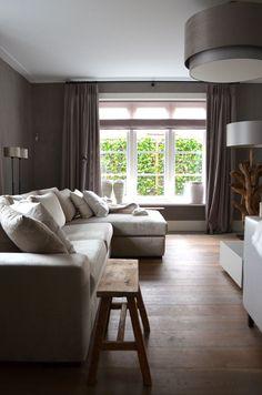woonkamer paarse gordijnen steigerhout - Google zoeken