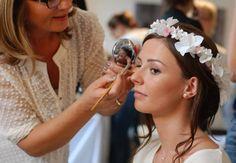 Réponses aux questions des futures mariées qui souhaitent essayer et choisir leur robe de mariée, par la boutique-atelier L'Amour en Soie à Lyon.