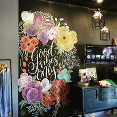 Everyone's using our fave sedimentary art rock, for everything from standout signage to coloring concrete. (Searches for chalk art Summer Chalkboard Art, Chalkboard Doodles, Chalkboard Wall Bedroom, Blackboard Art, Chalk Wall, Chalkboard Print, Chalkboard Designs, Sidewalk Chalk, Window Art