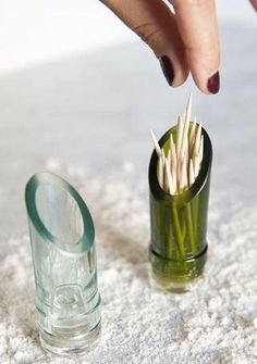recycled glass toothpick holder from the top of a wine bottle. Recycled Glass Bottles, Glass Bottle Crafts, Diy Projects Glass Bottles, Diy With Glass Bottles, Crafts With Wine Bottles, Bottles And Jars, Glass Jars, Cut Wine Bottles, Cutting Glass Bottles
