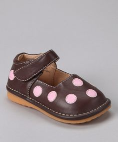 Steeped in sweetness, this polka dot pair will enchant wee walkers with each squeaking heel-to-toe step they take. An adjustable strap at the ankle ensures these charming mary janes will pop on and off with ease. Plus, the squeaker can be removed by an adult when it's time for quieter steps.
