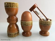 Items similar to Easter / set of 4 egg cups (wood,ceramic) with timer (sand) / breakfast set / basket weave pattern / collectable, retro, kitsch on Etsy Breakfast Set, Egg Cups, Basket Weaving, Kitsch, Weave, Eggs, Easter, Ceramics, Retro