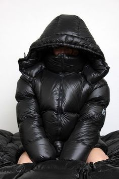 Nylons, Moncler Jacket Women, Down Suit, Winter Suit, Mens Fashion Wear, Moon Boots, Puffy Jacket, Jolie Photo, Padded Jacket