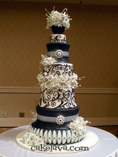 Wow. Love this BEAUTIFUL black cake