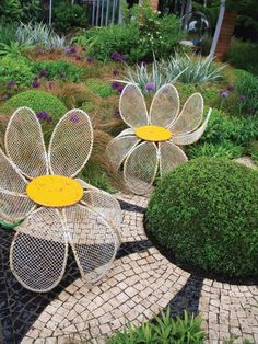 These large metal daisy chairs bring a little humor as well as a convenient place to sit on top of a unique mosaic flower patio in this contemporary garden. Garden Furniture, Outdoor Furniture Sets, Outdoor Decor, Garden Crafts, Garden Projects, Mosaic Garden Art, Outdoor Retreat, Ideas Hogar, Contemporary Garden