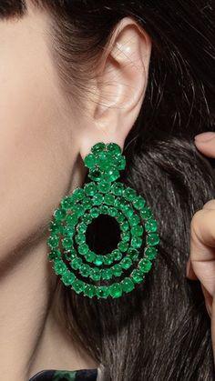 Stone Earrings, Drop Earrings, Emerald Gemstone, High Jewelry, Jewellery, Diamond Jewelry, Jewelry Collection, Crochet Earrings, Vintage Jewelry