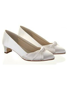 wide fit court shoe