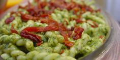 Simple pesto pasta sprinkled with Parmesan and prosciutto. Pesto Recipe Food Network, Food Network Recipes, Veggie Recipes, Pasta Recipes, Cooking Recipes, Spinach Pesto Pasta, Farro Salad, Food Network Canada, Home Chef