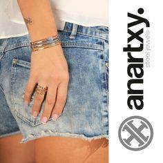 Trendy woman  #anartxy #JoyasEnAcero #JóiasEmAço #SteelJewel #BijouxEnAcier #estilo #style #moda #mujer #primavera  www.anartxy.com