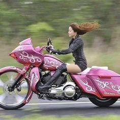 Harley Davidson News – Harley Davidson Bike Pics Biker T-shirts, Lady Biker, Biker Chick, Biker Girl, Motorbike Girl, Motorcycle Bike, Motos Sexy, Bobbers, Foto Picture