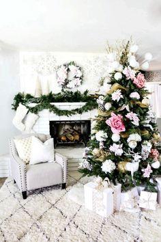96+ Fabulous Christmas Tree Decoration Ideas 2020 | Pouted.com Gold Christmas Tree, Beautiful Christmas Trees, Colorful Christmas Tree, Christmas Home, Christmas Tree Decorations, Christmas Holidays, Modern Christmas, Christmas Tree Flowers, Merry Christmas