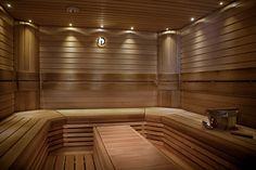 Lämpötervaleppä U- lauteet. Tasojen välissä irrallinen pöytä jota voi käyttää myös pesuhuoneessa penkkinä. Epäsuora kuituvalaistus katossa Saunas, Bathtub, Places, Standing Bath, Bath Tub, Bathtubs, Bath, Lugares, Bathroom