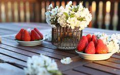 9  receptů na úžasný piknik Tahini, Hummus, Pesto, Strawberry, Table Decorations, Fruit, Food, Strawberries, Meals
