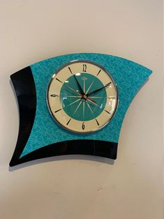 Colour Etched Asymmetric Formica Caravan Wall Clock from Royale - Midcentury Atomic Jetsons Retro style in Turquoise & Black Modern Clock, Mid-century Modern, Retro Clock, Vintage Clocks, Vintage Lamps, Wall Clock Hands, Small Clock, Kitchen Wall Clocks, Wall Clock Design