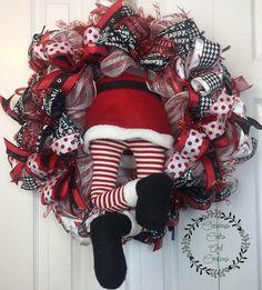 this cute santa booty wreath Santa Wreath, Deco Mesh Wreaths, Diy Wreath, Holiday Wreaths, Wreath Ideas, Door Wreaths, Burlap Christmas, Christmas Crafts, Christmas Decorations