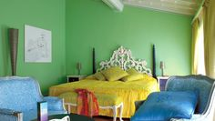 Byblos Art Hotel Villa Amistà: The use of color throughout the hotel is, to put it mildly, vivid; here is a Deluxe Room.