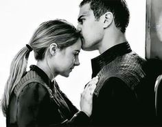This is picture is so sweet and shows that Tobias/Four will do any… Divergent™. This is picture is so Tris E Tobias, Divergent Hunger Games, Divergent Fandom, Divergent Trilogy, Divergent Insurgent Allegiant, Insurgent Quotes, Divergent Quotes, Theo James, Shailene Woodley